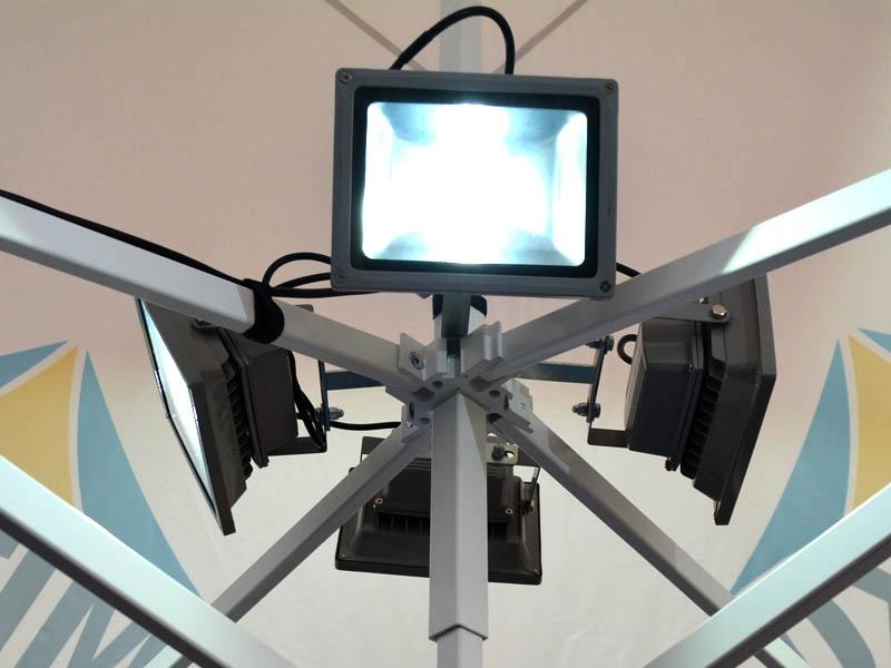 https://www.mitko.nl/database/accessories/o%C5%9Bwietlenie-LED-do-namiot%C3%B3w-handlowych-mitkotent.jpg